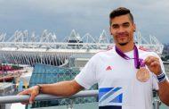 إيقاف رياضي بريطاني بعد سخريته من صلاة المسلمين