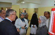 محافظ المنيا يقوم بزياره لمستشفي مصر الحرة ويوجه بإعادة فتح مصنع الأدوية