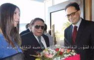 «وزير الثقافة التونسى» يستقبل الزعيم «عادل إمام» بالورود بمطار تونس