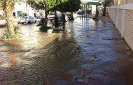 الكرور وحي العقاد و الشارع الرئيسي المؤدي لمطار أسوان غارقه ف المياه.