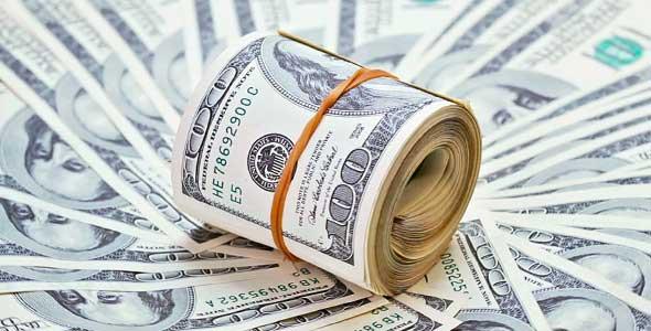 الدولار  يُربك السوق السوداء بالبنوك الرسمية وتوقعات مثيرة من الخبراء