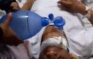 بالصور : عائلة مريض تتولى تمريضه لغياب الممرضين والأطباء فى مستشفى صدر الإسكندرية