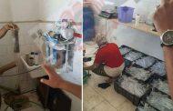 فضيحة بالصور ..القبض على مصنع تحت بير السلم لتعبئة مياه الحقن للمستشفيات من حنفية المياه العادية ...