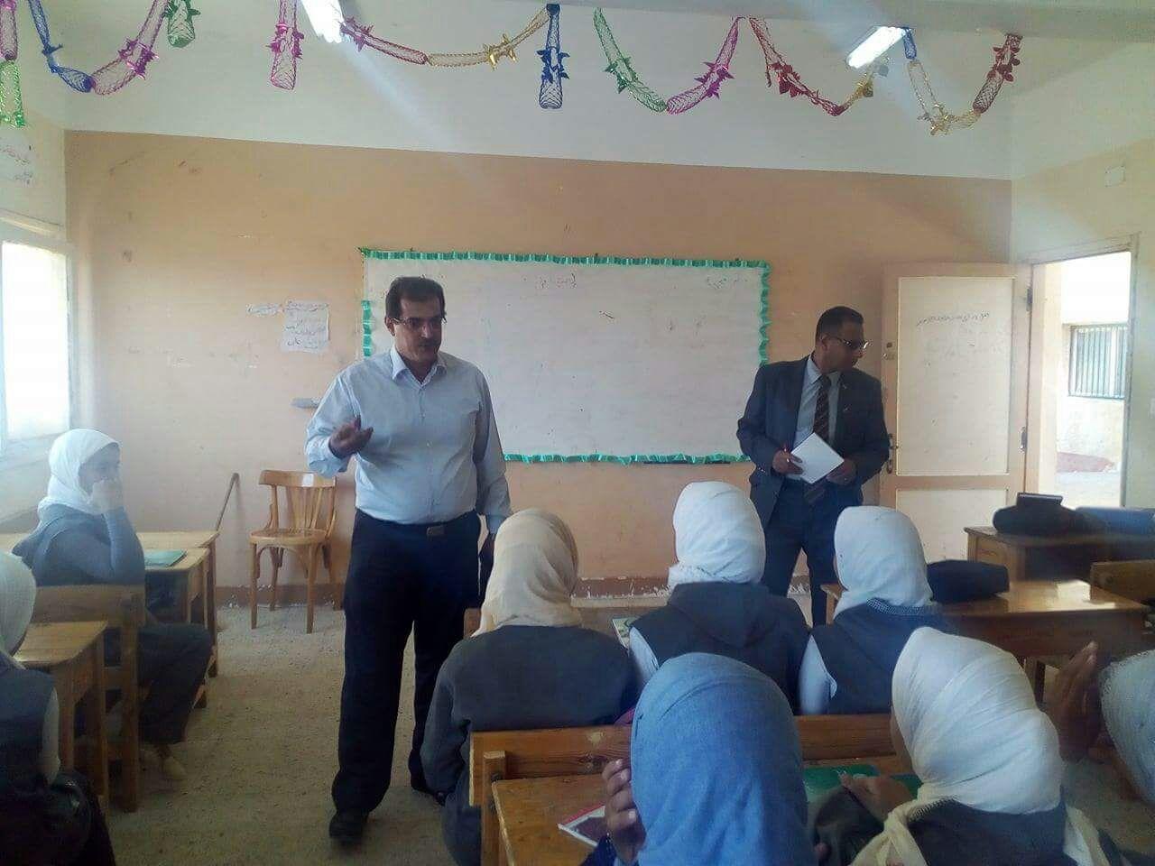 قوافل التعليم  للمتابعة الجماعية للتعليم الأساسى تواصل تفقد المدارس بمحافظة الشرقية