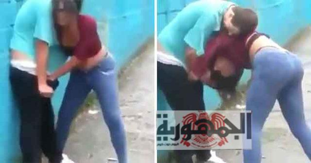 شاهد بالفيديو وأمام المارة وفي وضح النهار : فتاة تعتدي على رجل وتحاول إغتصابه !