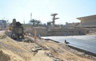 بالصور : محافظ قنا يوجه بضرورة تكثيف العمالة للإنتهاء اعمال حمام السباحة الاوليمبي
