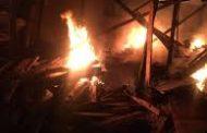 الحماية المدنية تسيطر علي حريق بمخزن اخشاب بلبيس - شرقية