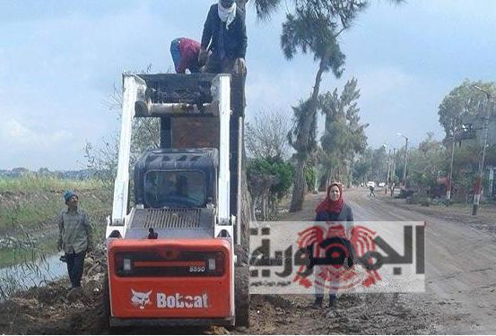 بالصور .. الوحدة المحلية بقرية ميت طريف بالدقهلية تواصل كسح مياة الأمطار