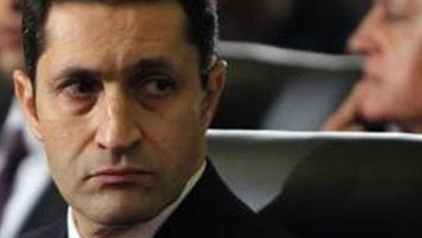 علاء مبارك يعلق على حسابه على تويتر على الحكم الصادر اليوم بشأن والده و يوجه اللوم و الإنتقاد
