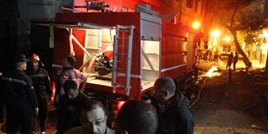 قوات الحماية المدنية تسيطر على حريق  بمحل طيور .. بعزبة الكونت الزقازيق - شرقية