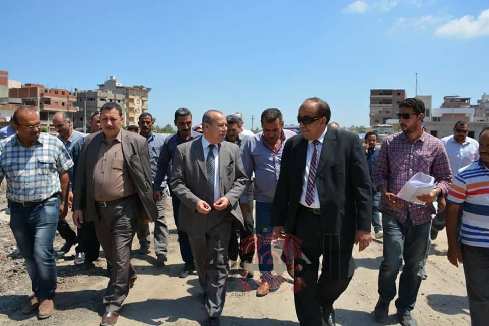 محافظ دمياط يتابع الموقف التنفيذى لإنشاء عمارات الاوقاف بفارسكور