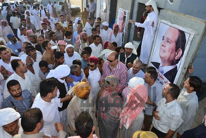 """عاجل وبشرى سارة بدء توزيع """"هدية السيسي"""" على المواطنين.. بطاطين ومواد غذائية و2000 جنيه مساعدات"""