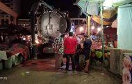 بالصور.. مياه القناة تطهير شبكات الصرف الصحي بسوق الجمعة ليلاً بالإسماعيلية
