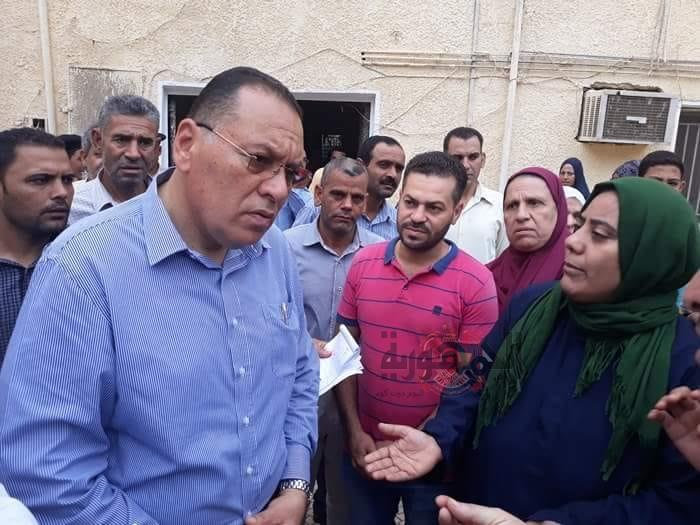 بالصور:محافظ الشرقية يُفاجيء مشتول السوق بالزيارة بناء علي دعوة حزب الوفد ويحيل طبيبين للتحقيق.
