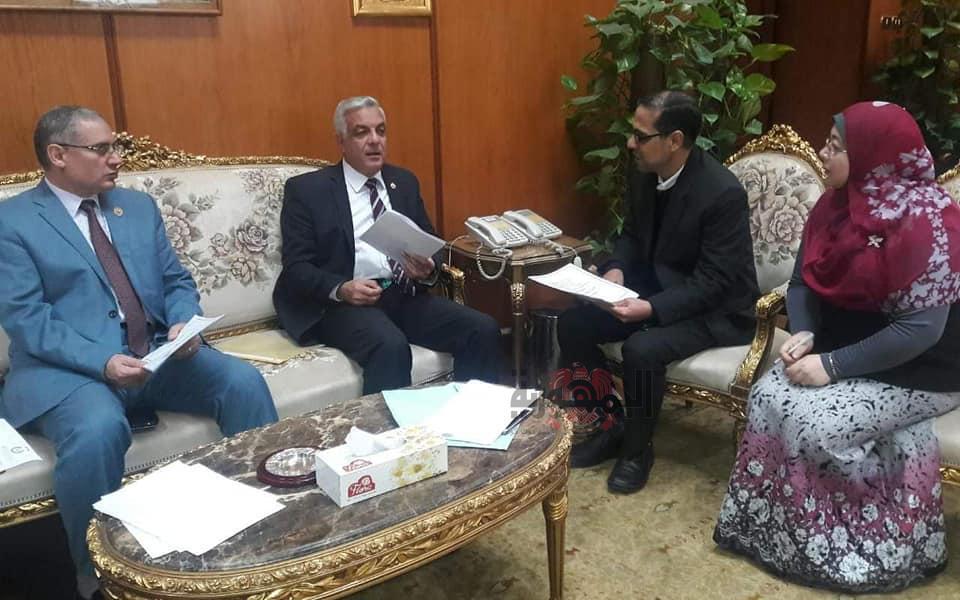 رئيس جامعة المنوفية يلتقي بوفد من هيئة تعليم الكبار