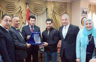 وزير الرياضه يكرم  بطل العالم لرفع الأثقال محمد ايهاب كأفضل رياضي عربي