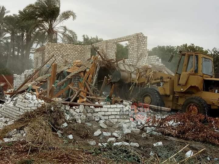 بالصور إزالة 28 حالة تعدي بالبناء على الأراضي الزراعية بمركز طامية الفيوم