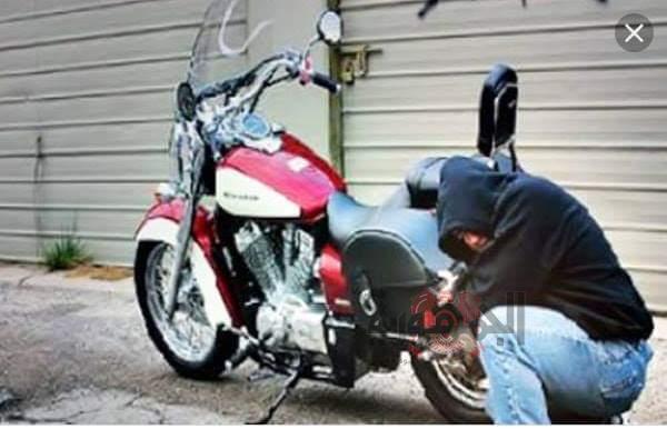 القبض على لص تخصص في سرقة الدراجات النارية وبحوزتة سلاح ناري بالغربية