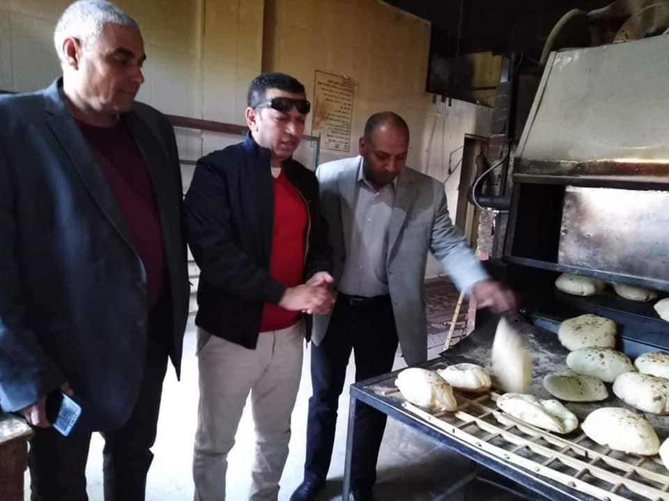 الحارون ..ضبط أحد المخابز يقوم ببيع الدقيق المدعم وينتج خبز ناقص الوزن خلال حملة تموينية بالإسماعيلية .