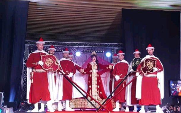 الملكي.......... عرض أزياء بمستوى مهرجان