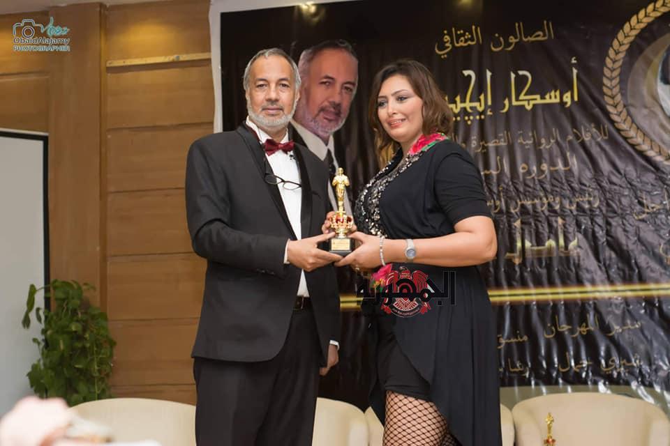 عادل عمار يكرم الفنانه نور حسين بجائزه أوسكار إيجيبت