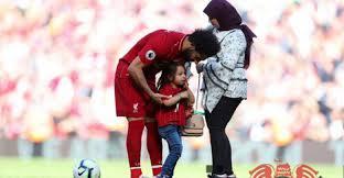 محمد صلاح يحتفل بالكريسماسمع عائلته ..وصورة تؤكد انتظاره أمر هام